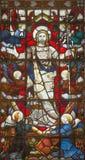 LONDEN, GROOT-BRITTANNIË - SEPTEMBER 20, 2017: De Verrijzenis op het gebrandschilderde glas in kerk St Pancras van 19 cent stock foto's