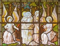 LONDEN, GROOT-BRITTANNIË - SEPTEMBER 20, 2017: De Vrouwen bezoeken het Lege Graf op het gebrandschilderde glas in kerk St Pancras stock afbeeldingen