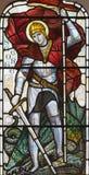 LONDEN, GROOT-BRITTANNIË - SEPTEMBER 17, 2017: St George op het gebrandschilderde glas in kerk St Michael, het vierkant van Chest Stock Afbeeldingen