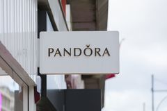 Londen, Groot Londen, het Verenigd Koninkrijk, 7 Februari 2018, a-teken en embleem voor Pandora royalty-vrije stock fotografie