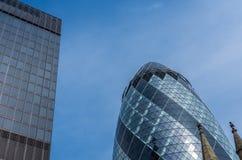 Londen, het UK - 3 April, 2016: De Augurkwolkenkrabber bij 30 st Mary bijl Stock Afbeelding