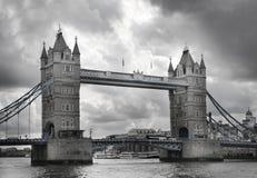 LONDEN, het UK - 24 APRIL, de Torenbrug van 2014 op de rivier Theems Royalty-vrije Stock Foto