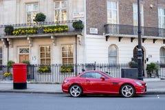LONDEN, het UK - 14 April: Huizen in Londen, Engelse architectuur Stock Afbeelding