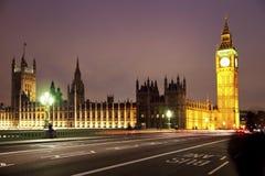 LONDEN, HET UK - 5 APRIL, 2014: Nachtmening van het oog van Londen, Londen het UK Royalty-vrije Stock Afbeeldingen