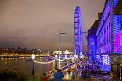 LONDEN, HET UK - 5 APRIL, 2014: Nachtmening van het oog van Londen, Londen het UK Stock Foto's
