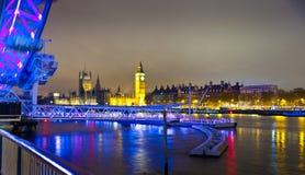 LONDEN, HET UK - 5 APRIL, 2014: Nachtmening van het oog van Londen, Londen het UK Stock Foto