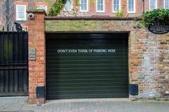 LONDEN, het UK - 13 April: Ondertekent geen parkeren Stock Fotografie