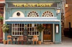 Londen, het UK - 17 Augustus, 2010: buitenmening van de Blauwe Postenbar Stock Foto