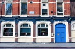Londen, het UK - 18 Augustus, 2010: buitenmening van een traditionele Lond Stock Foto's