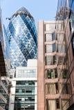 LONDEN, HET UK - 6 AUGUSTUS: De Augurktoren (30 St Mary Axe) in Ci Stock Foto