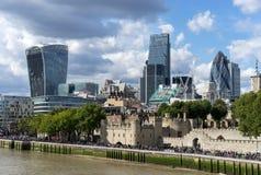 LONDEN, HET UK - 22 AUGUSTUS: Mening van moderne architectuur in de Stad Royalty-vrije Stock Foto's