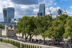 LONDEN, HET UK - 22 AUGUSTUS: Mening van moderne architectuur in de Stad Royalty-vrije Stock Afbeeldingen