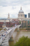Londen, het UK - 18 Augustus, 2010: niet geïdentificeerde groep toeristengang Stock Foto's