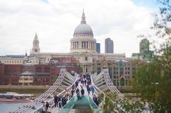 Londen, het UK - 18 Augustus, 2010: niet geïdentificeerde groep toeristengang Royalty-vrije Stock Foto