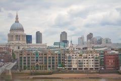 Londen, het UK - 18 Augustus, 2010: niet geïdentificeerde groep toeristengang Royalty-vrije Stock Afbeelding