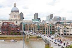 Londen, het UK - 18 Augustus, 2010: niet geïdentificeerde groep toeristengang Royalty-vrije Stock Afbeeldingen