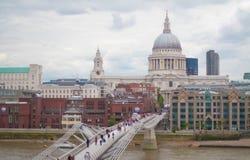 Londen, het UK - 18 Augustus, 2010: niet geïdentificeerde groep toeristengang Stock Foto