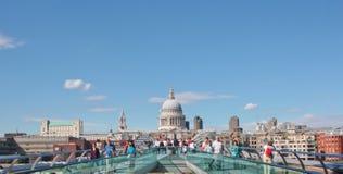 Londen, het UK - 18 Augustus, 2010: niet geïdentificeerde groep toeristengang Stock Fotografie