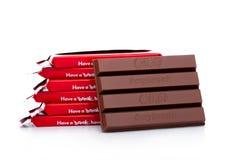 LONDEN, HET UK - 07 DECEMBER, 2017: Kit Kat-chocoladereep op wit De bars Kit Kat wordt geproduceerd door Nestle-bedrijf royalty-vrije stock fotografie