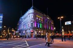 LONDEN, HET UK - 12 FEBRUARI: De mensen gaan Trocadero in Piccadilly-Circus, Londen op 12 Februari, 2014 over Het gebouw was orig Stock Foto