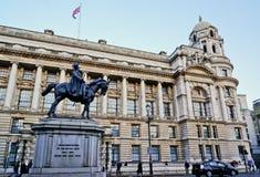 Londen, het UK - 12 FEBRUARI: Prins George, Hertog van Cambridge-Standbeeld op Whitehall, 12 Februari, 2014 in Londen, het UK Stock Foto's