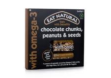 LONDEN, HET UK - 24 JANUARI, 2018: Pak van Eat Natuurlijke glutenbar met voordelen op wit Royalty-vrije Stock Afbeelding