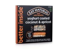 LONDEN, HET UK - 24 JANUARI, 2018: Pak van Eat Natuurlijke glutenbar met voordelen op wit Stock Foto's