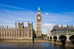 LONDEN, het UK - 24 JUNI, 2014 - Big Ben en Huizen van het Parlement Stock Foto