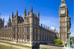 LONDEN, het UK - 24 JUNI, 2014 - Big Ben en Huizen van het Parlement Stock Afbeelding