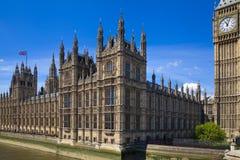 LONDEN, het UK - 24 JUNI, 2014 - Big Ben en Huizen van het Parlement Royalty-vrije Stock Foto's