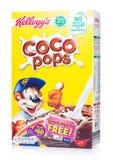 LONDEN, HET UK - 30 JUNI, 2018: De doos van Kellogg ` s Coco knalt Ontbijtgraangewas op wit, is Frosties een populair ontbijtgraa Stock Afbeelding