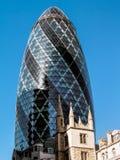 LONDEN, HET UK - 14 JUNI: De futuristische bouw bij 30 St Mary Axe binnen Royalty-vrije Stock Afbeeldingen