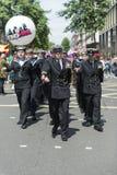 LONDEN, HET UK - 29 JUNI: Koninklijk marineregiment die marcheren tot steun van Royalty-vrije Stock Foto's