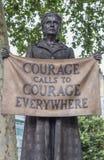Londen/het UK - 18 Juni 2019 - Standbeeld van Millicent Fawcett in Parliament Square, stock foto