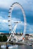 30 07 2015, LONDEN, het UK, Londen bij dageraad Mening van Gouden jubileumbrug Royalty-vrije Stock Fotografie