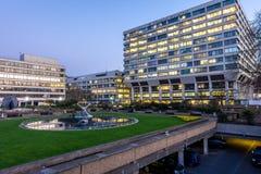Londen, het UK - 15 Maart, 2016: St Thomas Hospital over het Britse parlement Royalty-vrije Stock Afbeeldingen