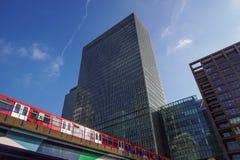 Londen, het UK - 27 Mei, 2012: Investeringsbankj P Morgan European hoofdkwartier in Canary Wharf, wat door werd gebracht Royalty-vrije Stock Afbeeldingen