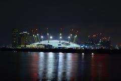 Londen het UK 02/12/2017 Nachtscène van de O2-Arena in Londen Royalty-vrije Stock Fotografie