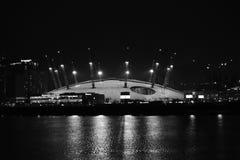 Londen het UK 02/12/2017 Nachtscène van de O2-Arena in Londen Stock Afbeeldingen