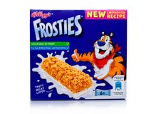 LONDEN, het UK - 17 November, 2017: De doos van Kellogg ` s Frosties de Bar van het Ontbijtgraangewas op wit, Frosties is een pop Royalty-vrije Stock Foto's