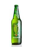 LONDEN, HET UK - 123 OKTOBER, 2016: Fles van Heineken-de liga van Bierkampioenen Heineken is het vlaggeschipproduct van Heineken  Royalty-vrije Stock Foto's