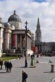 LONDEN, het UK - 17 Oktober, 2017: Mensen die het National Gallery bezoeken De galerij huisvest een rijke inzameling van meer dan Royalty-vrije Stock Foto's