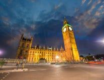 Londen, het UK. Overweldigende mening van het Paleis van Westminster. Huizen van Parli Royalty-vrije Stock Afbeelding