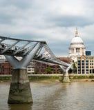 Londen, het UK - 7 September 2016: Millenniumbrug stock afbeelding