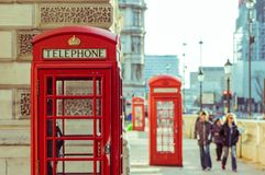 05/11/2017 Londen, het UK, Traditionele, Britse rode telefooncel Royalty-vrije Stock Fotografie