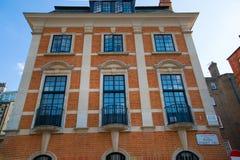Londen, het UK Woonaria van Kensington en Chelsea Cadoganpoort met rij van periodieke gebouwen Luxesteun Royalty-vrije Stock Foto