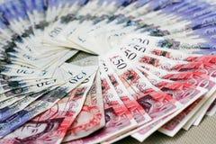 Londen, het Verenigd Koninkrijk - DECEMBER 15, 2018: Britse ponden, document munt die op de geweven achtergrond leggen royalty-vrije stock foto