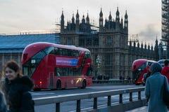 Londen, het Verenigd Koninkrijk, 17 Februari, 2018: De brug van Westminster en de Big Ben-de bouw van de vernieuwingssteiger met Royalty-vrije Stock Afbeelding
