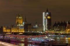 Londen, het Verenigd Koninkrijk, 17 Februari, 2018: De brug van Westminster en de Big Ben-de bouw van de vernieuwingssteiger met Stock Afbeelding