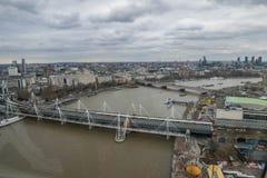 Londen, het Verenigd Koninkrijk, 17 Februari, 2018: Luchtmening van cityscape van Londen met de Hungerford-Brug over de rivier Royalty-vrije Stock Foto's